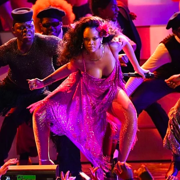 Screenshot 105 - Рианна исполнила африканский танец Гвара на GRAMMY 2018