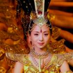 Китай: фантастический танец тысячи рук в исполнении глухонемых девушек