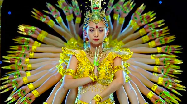 Screenshot 189 - Китай: фантастический танец тысячи рук в исполнении глухонемых девушек