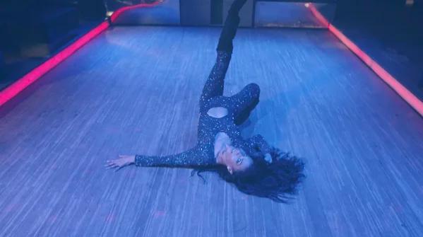 """Screenshot 260 - Богиня танца """"Vogue"""" Лейоми Мальдонадо снялась в новом клипе Филиппа Киркорова """"Цвет настроения синий"""""""