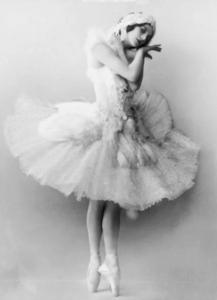 Screenshot 76 217x300 - Балетная пачка: эволюция от юбки-колокол до облачка из фатина.