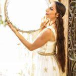 Изящная Мириам Перетц и ее своеобразные танцы