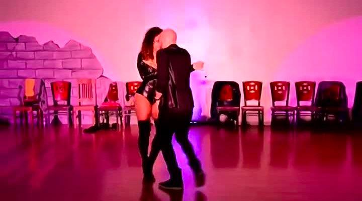"""getImage 720x400 - Самые популярные танцоры бачаты:Таня ''La Alemana"""" и Хорхе Бургос."""
