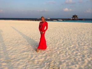 65811c61e840449cf5736cb317f808d0 04 anastasiya volochkova maldives 300x225 - Танец Анастасии Волочковой на Мальдивах