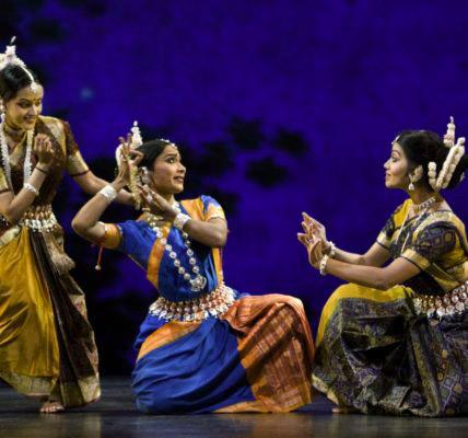 dance 940x589 428x400 - Красноречивая загадка индийского танца Катхак