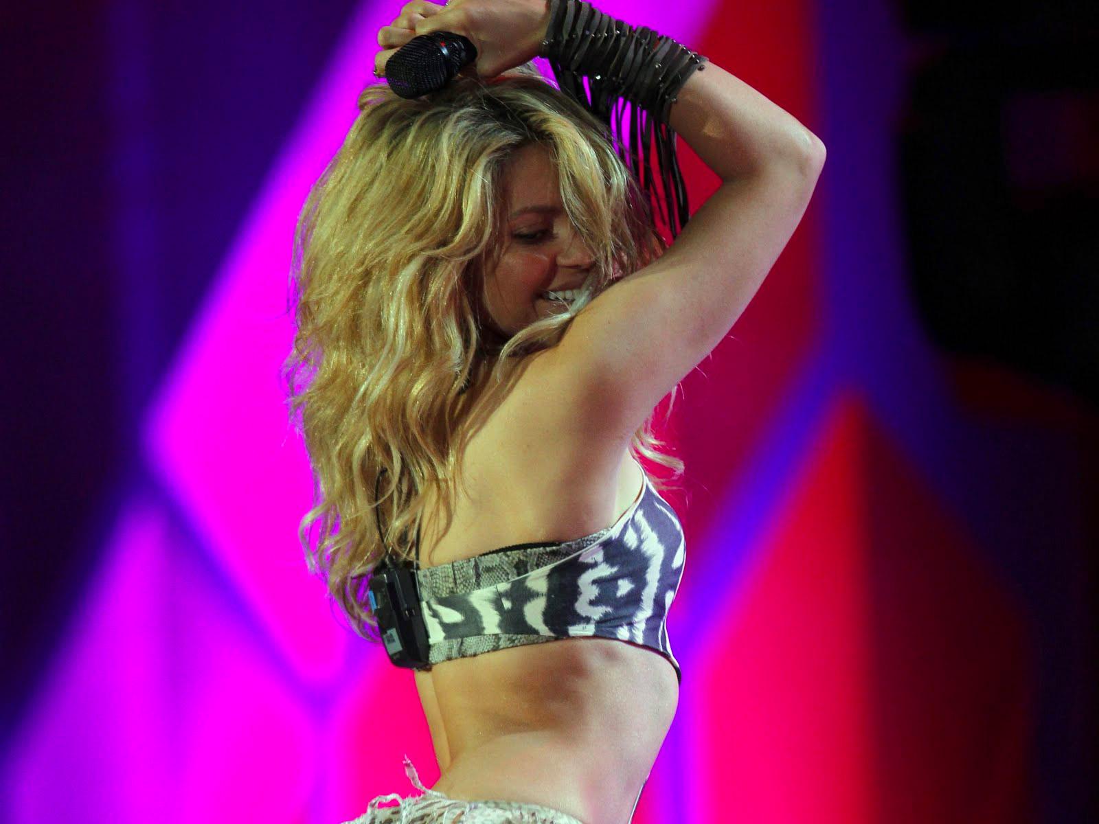 Шакира, зажигательный танец живота, и самое лучшее подражание на танец от Джулио Дилемми