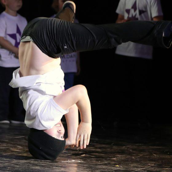 0TUgyoxVyAI 560x560 - Как отзывы учеников помогают имиджу танцора